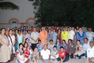 Gorup photo with Swami Atmadipananda - 2