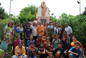 Group photo with Swami Atmadipanandaji