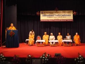 Ananat Maharaj addressing the audience