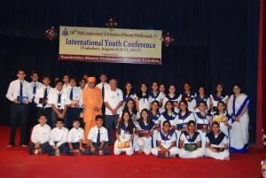 Group photo with Swami Nikhileswarananda