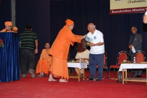 Anant Maharaj is giving mementos and gift to Uncle