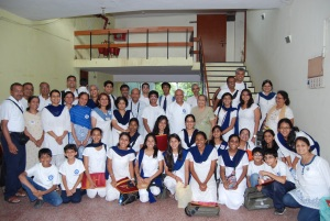 Group photo with Pratima Desai (an admirer of Vidyapith)