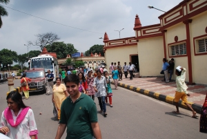 Getting off the bus - going to Dakshineswar