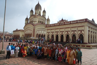 Vivekananda Vidyapith devotees in front of Kali Temple
