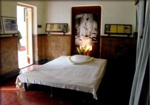 8b Bed used by Tagore at Jorasanko