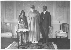Rabindranath with Rathindranath and Pratima Devi